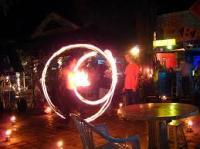 Flamme devant un bar