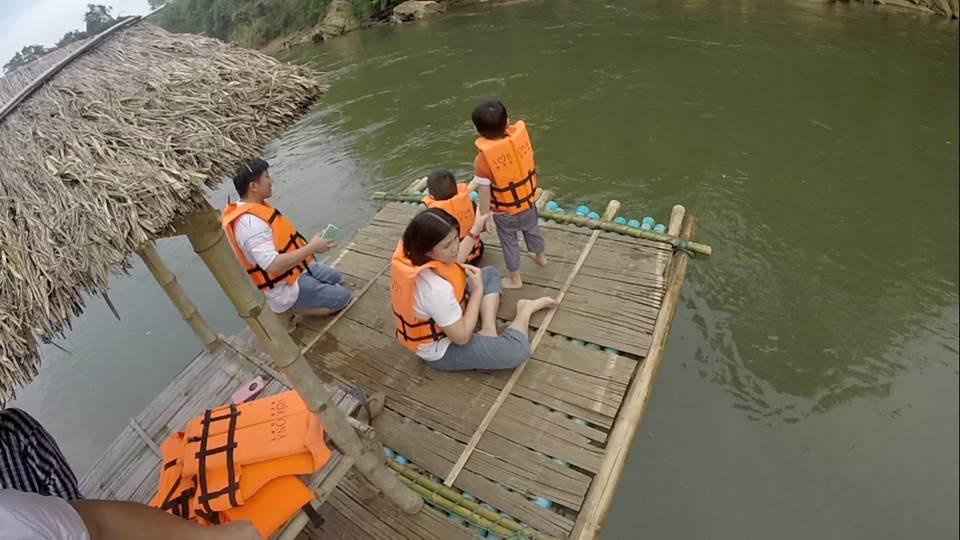 bamboo raftin sur la rivière kwai